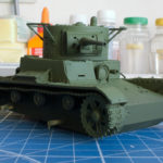 Сборная модель танка т-26. Окраска в базовый цвет. Фото при дневном свете