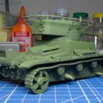Сборная модель танка т-26. Окраска в базовый цвет. Фото при искуственное освещение
