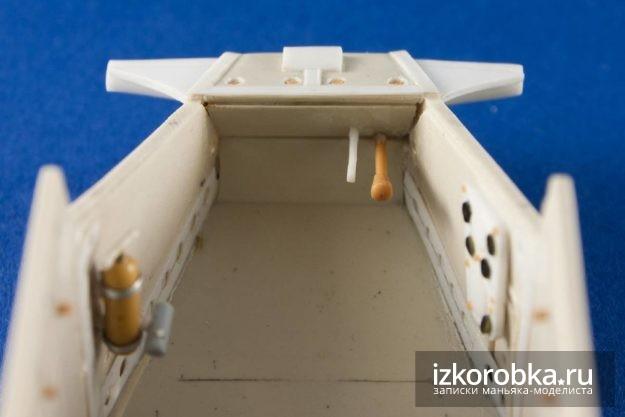 Интерьер танка Т-18 МС-1. Органы управления на передней стенке
