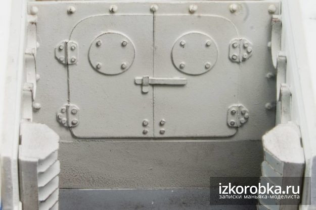Окраска стен и пола отделения экипажа танка Т-18 МС-1