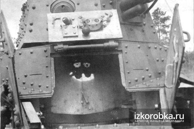 Танк Т-18 МС. Внутренняя оснастка створок люка мехвода