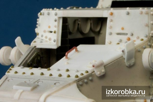 Танк Т-18 МС. Фиксатор и боковая створка люка мехвода