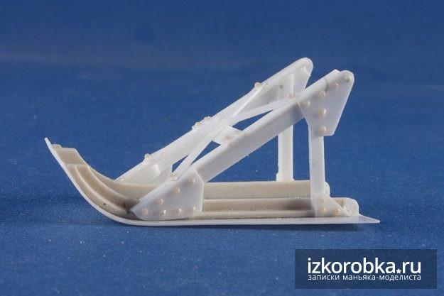 Окопная лыжа с имитацией заклепочных болтов