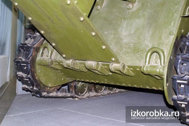 Петли крепления плиты моторного отсека танка Т-18 МС-1. Музей Верхняя Пышма