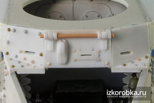 Танк Т-18 МС. Верхняя створка люка мехвода с рабочими петлями