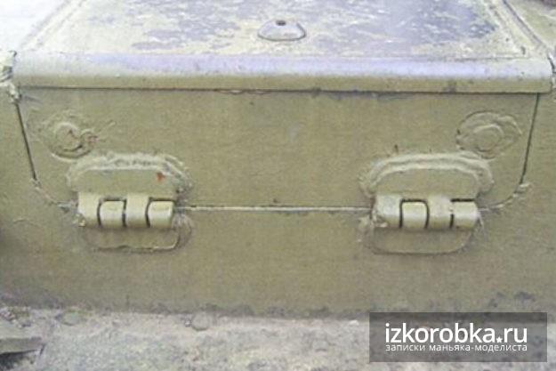 СУ-100. Вертикальная створка люка заряжающего.