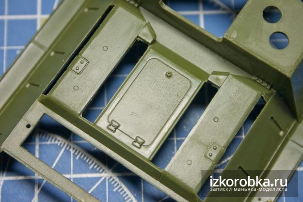 Модель СУ-100. Ниши для верхних решеток МТО