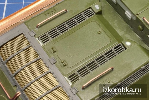 СУ-100. Поручни на крышках МТО