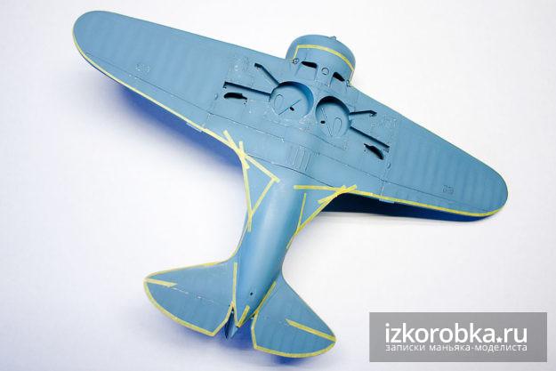 Маски на нижней части модели самолета И-16